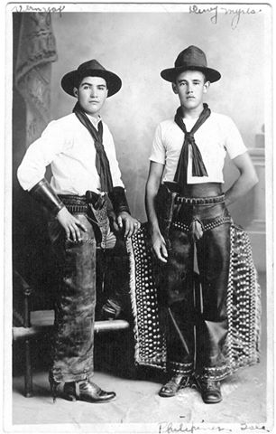 Vernie Yax (left) Phillipines Insurrection. Courtesy of James McPherson.