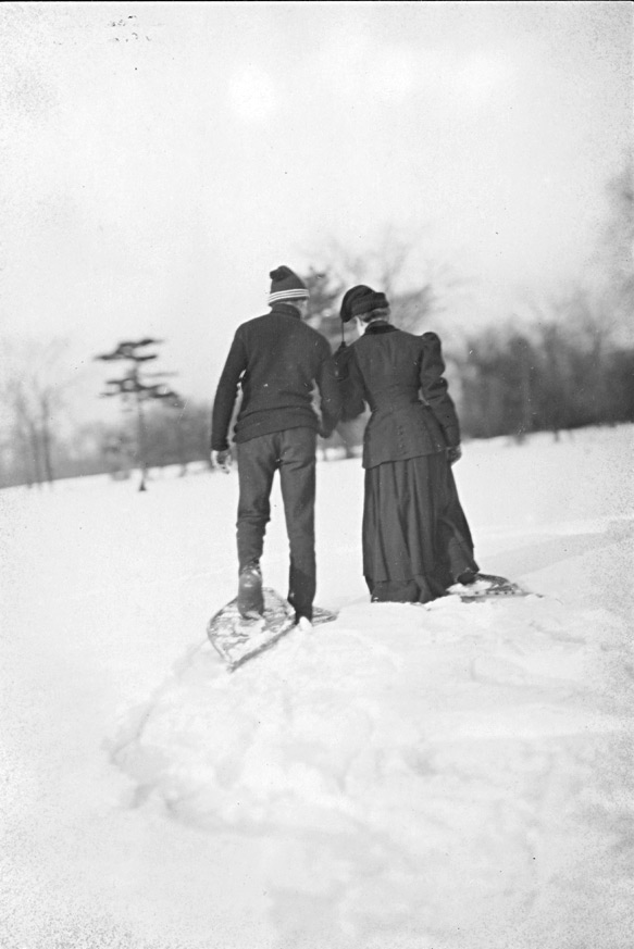 Canadian couple snowshoeing, 1946. Archives of Ontario, public domain.